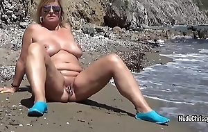 Blue BBW Nude Chrissy is posing in a difficulty sea and walking along-shore