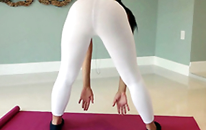 Yoga babe Adrian Maya shows us her last analysis greatest extent working out