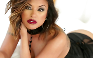 Gorgeous Kaylani Lei uses both forearms and her mouth to get anybody off