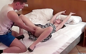 German Teen - SCHLANKE DEUTSCHE KARINA BEKOMMST FAUSTFICK UND Sexual connection